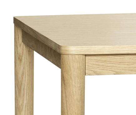 Eichenholz-Tisch